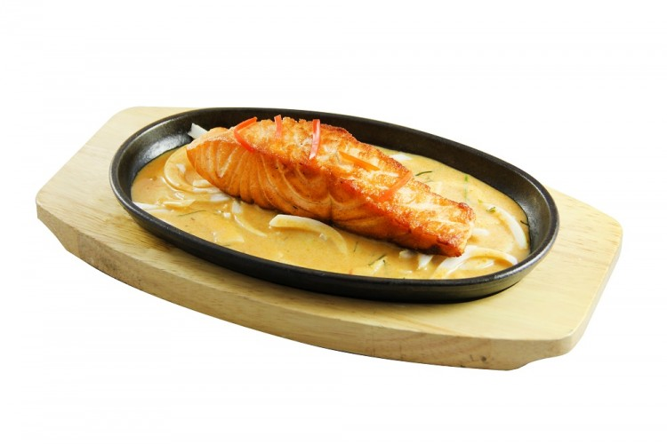 Pavé de saumon grillé sur plaque...